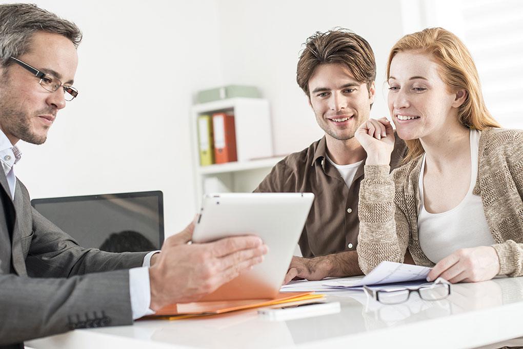 Courtier Immobilier Conseille Jeunes Clients